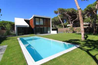New luxury villa with swimming pool only 20 minutes from barcelona